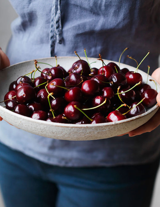 11-PRODUCE-Annette-Forrest-Food-stylist---Cherries-in-bowl-0356