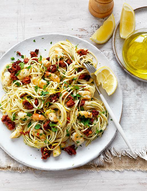 17 light & fresh annette forrest food stylist Chorizo garlic prawn spaghetti_4378